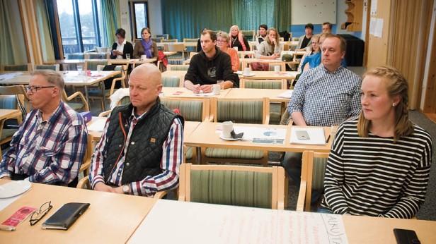Inari-Saariselkä matkailualueen tapahtumatarjontaa on pohdittu yhteistapaamisissa alueen toimijoiden kesken. Saariselän kokouksessa eturivissä hankkeen koordinaattori Johanna Alatorvinen, ISM Oy:n hallituksen puheenjohtaja, yrittäjä Ari Kauttu ja Luontolomien Teuvo Katajamaa. ISM on saamassa tiimiinsä lisää viestintään ja markkinointiin erikoistunutta henkilöstöä, kun alan kova ammattilainen Antti Hurskainen astuu remmiin syyskuun puolivälissä.